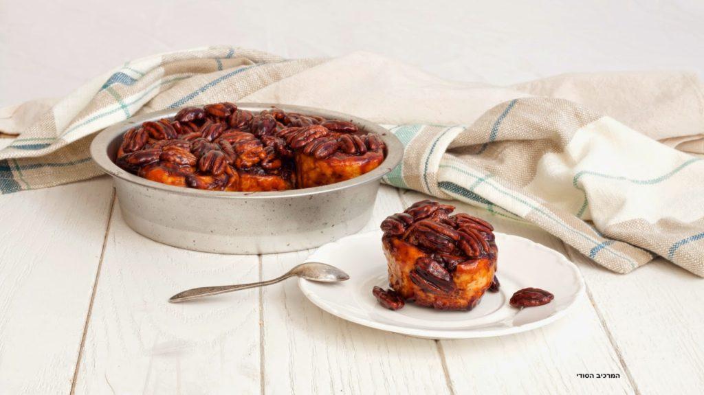 עוגת שושנים ברוטב קרמל עם אגוזי פקאן
