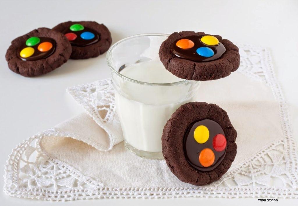 עוגיות קקאו עם גנאש ועדשים צבעוניות