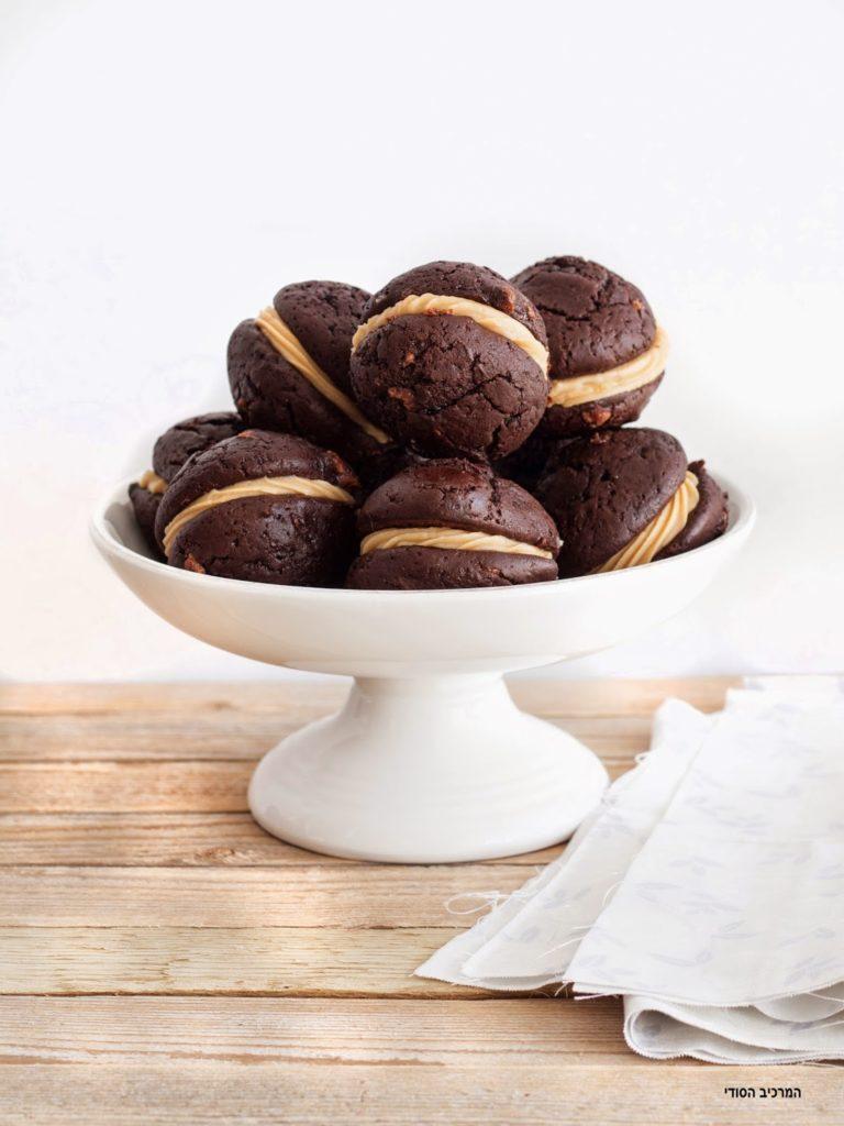 וופי פאי שוקולד עם קרם חמאת בוטנים