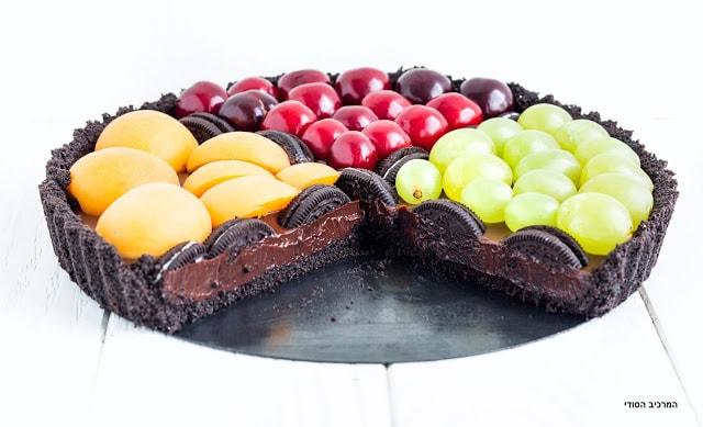 טארט אוראו טבעוני עם שוקולד ופירות קיץ