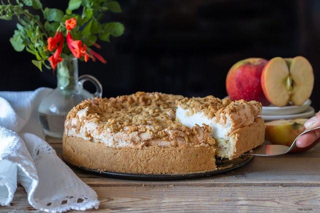 עוגת תפוחים עם מרנג ושטרויזל
