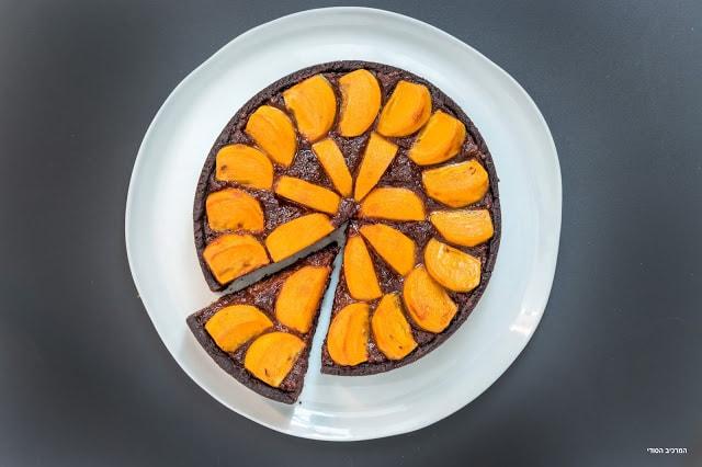 טארט עם קרם שוקולד ושקדים טבעוני ואפרסמונים