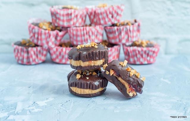 חטיף חמאת בוטנים וריבה טבעוני בציפוי שוקולד