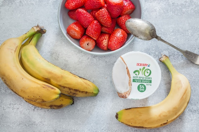 סמוזי תות-בננה טבעוני