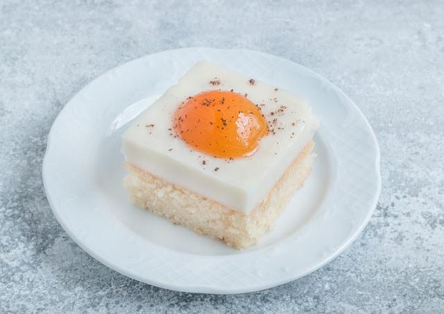 עוגת שקדים ומשמשים טבעונית