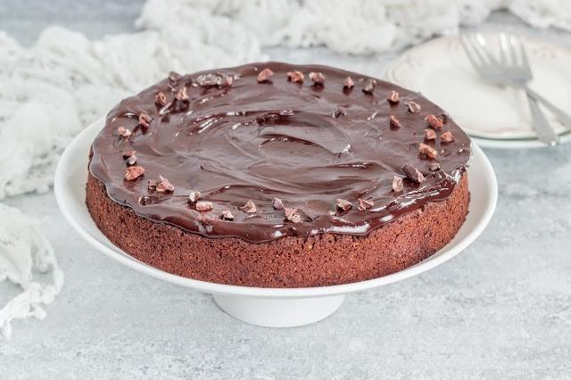 עוגת שוקולד טבעונית ללא גלוטן כשרה לפסח
