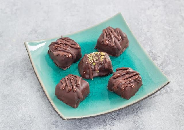 באונטי קוקוס ושוקולד טבעוני כשר לפסח