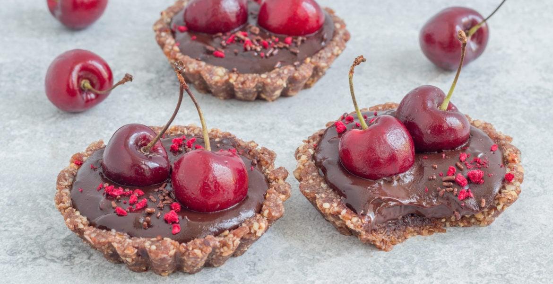טארט שוקולד טבעוני ללא אפייה עם אגוזים