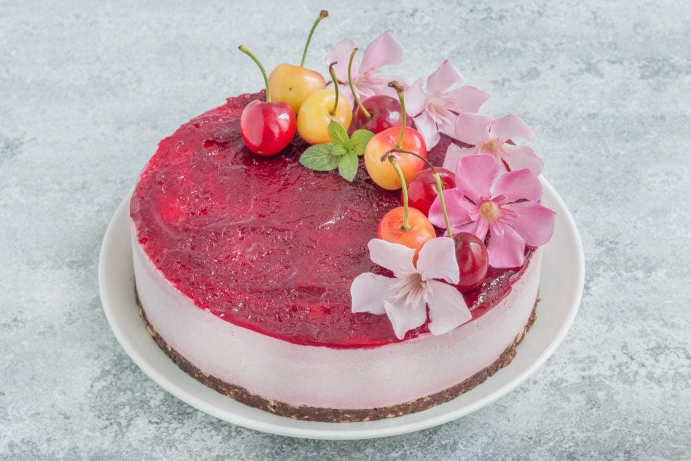עוגת גבינה טבעונית עם דובדבנים