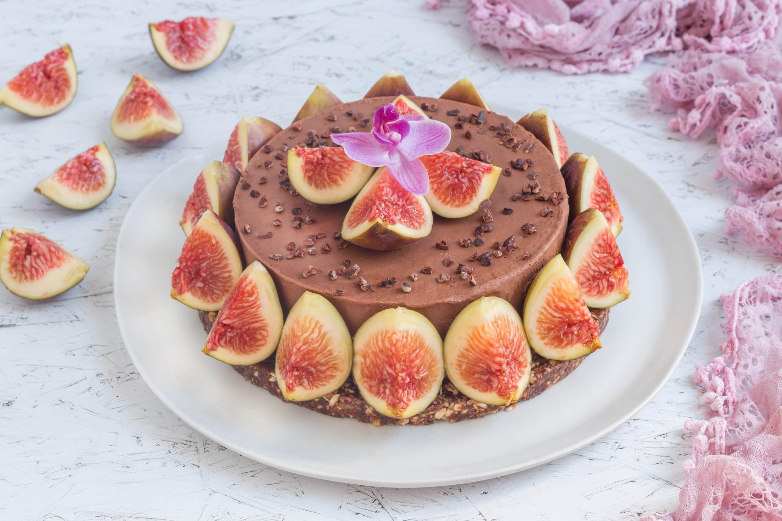 עוגת מוס מוקה טבעונית עם תאנים
