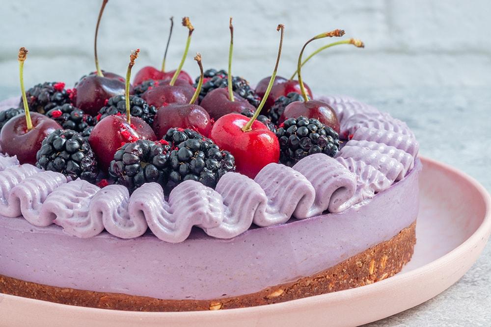 עוגת גבינה טבעונית עם פירות יער (ללא גלוטן)