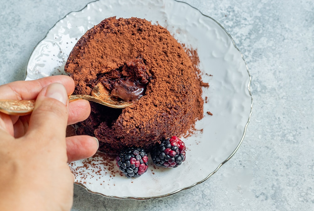 עוגת שוקולד חמה טבעונית