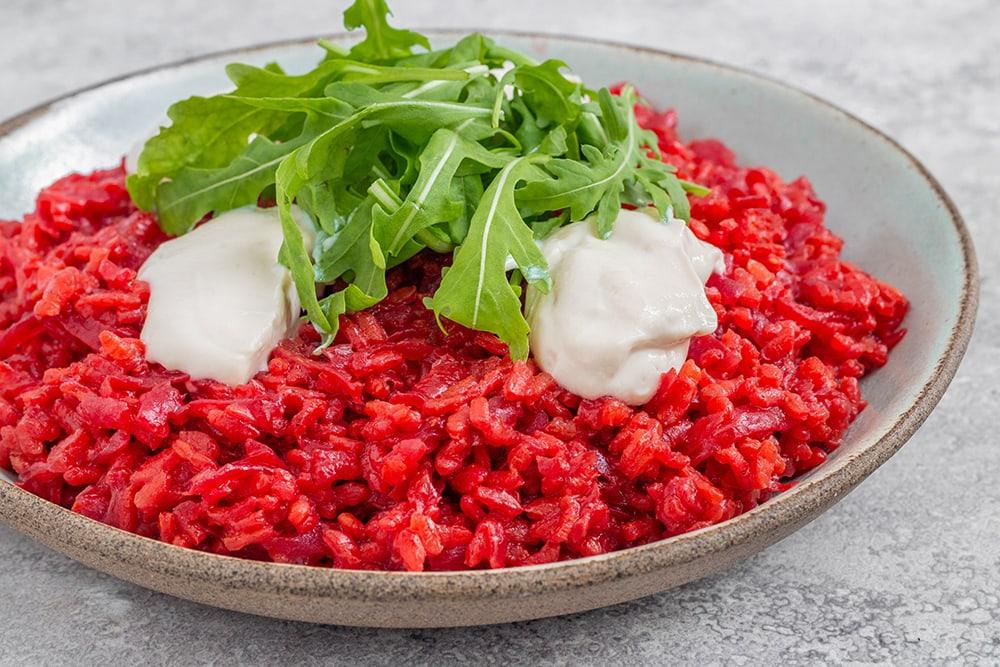 אפשר לשדרג ולהלחיף חלק מנוזלי הבישול בציר ירקות או יין