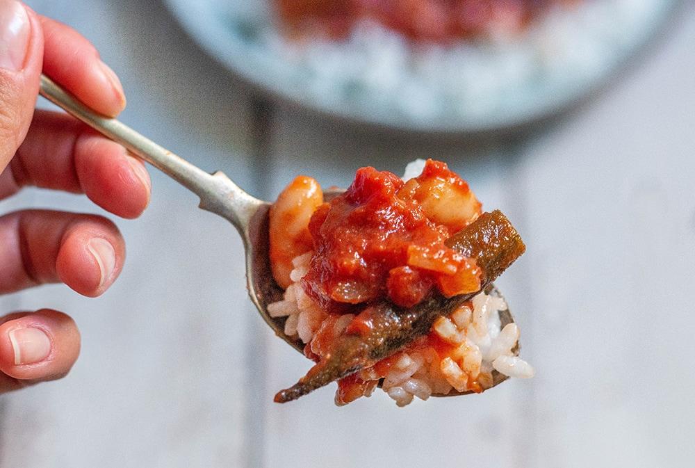 תבשיל במיה ושעועית טבעוני ללא גלוטן