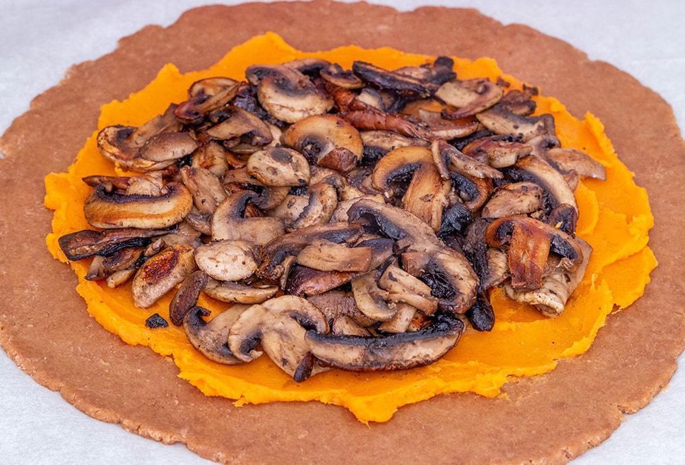 פאי פטריות ובטטה טבעוני מקמח כוסמין