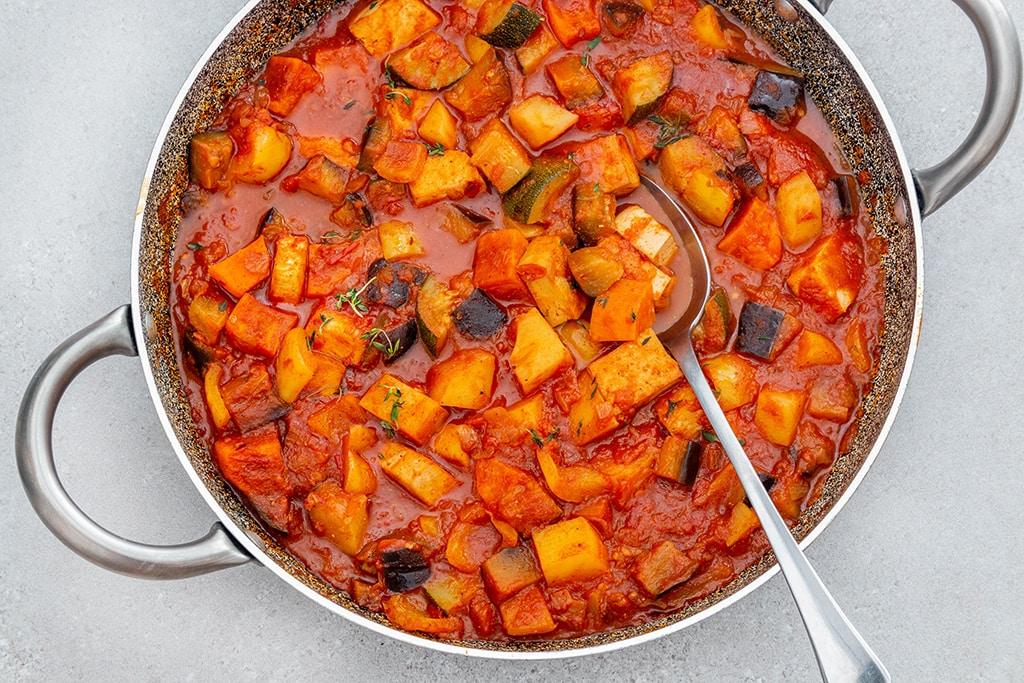 תבשיל ירקות וטופו ברוטב עגבניות