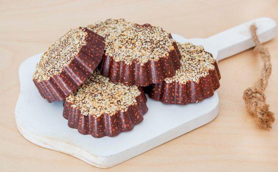 ממתק שוקולד ושומשום טבעוני ללא גלוטן