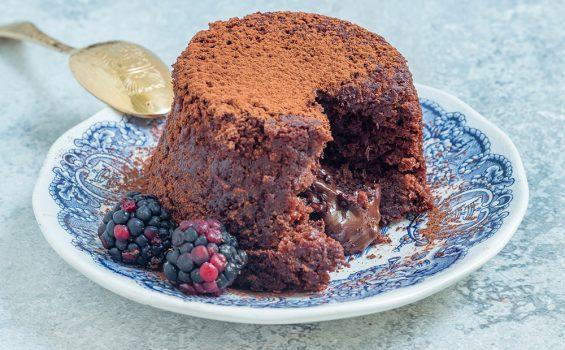 עוגת שוקולד טבעונית חמה