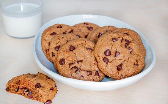 עוגיות שוקולד צ'יפס טבעוניות מקמח כוסמין מלא_ראשי קערה_1000