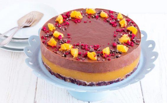 עוגת מוס שוקולד ומנגו טבעונית